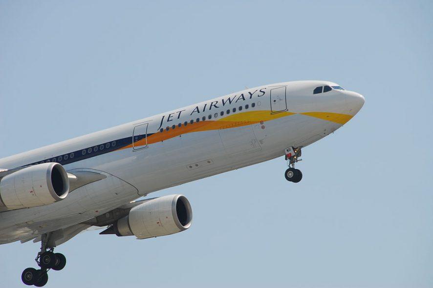 Avião da Jet Airways, companhia aérea da Índia, a levantar voo