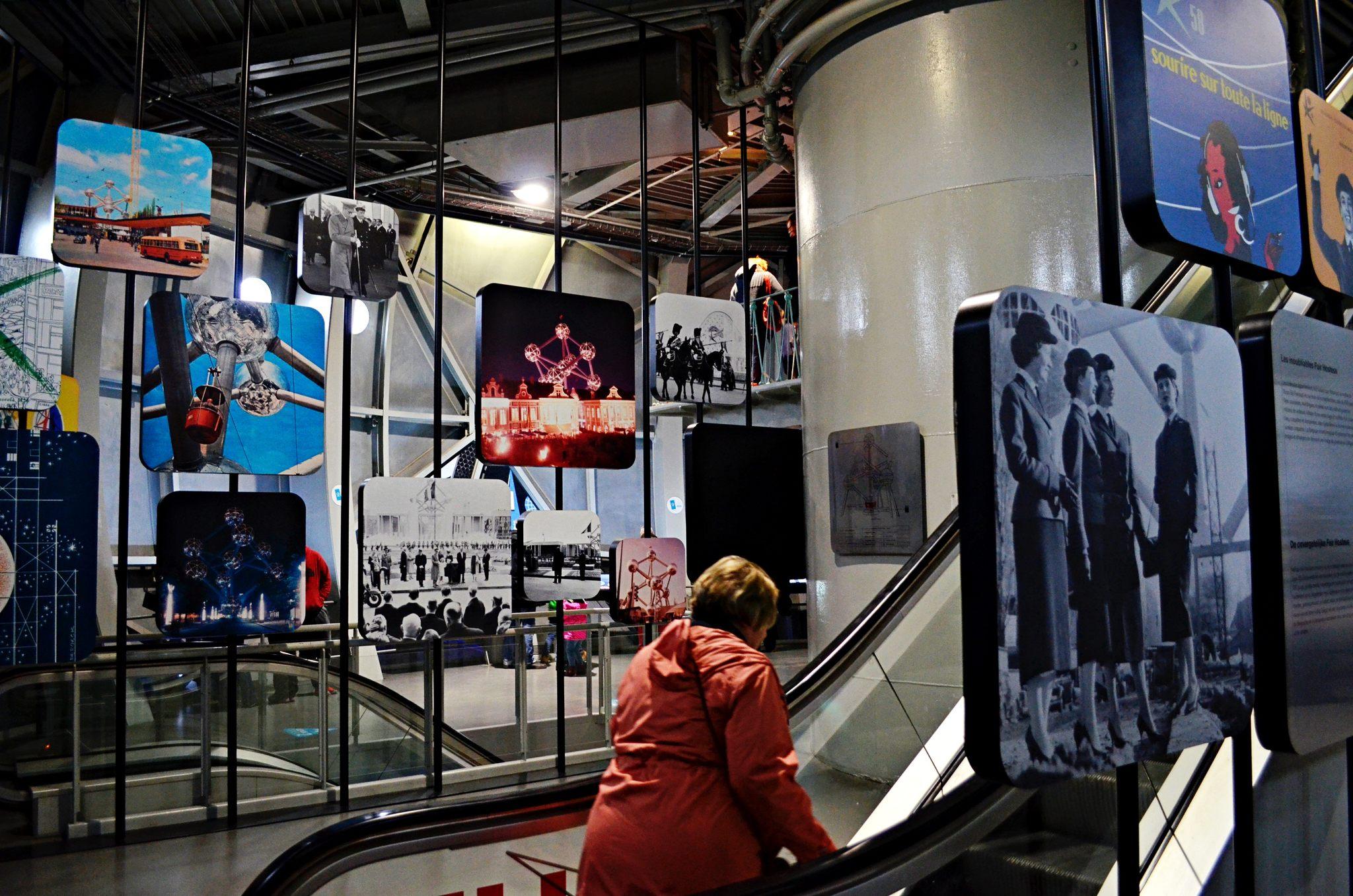 Exposições no interior do Atomium de Bruxelas