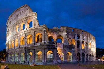 Coliseu de Roma em Itália, uma das sete maravilhas do mundo foto de Diliff Wikipedia