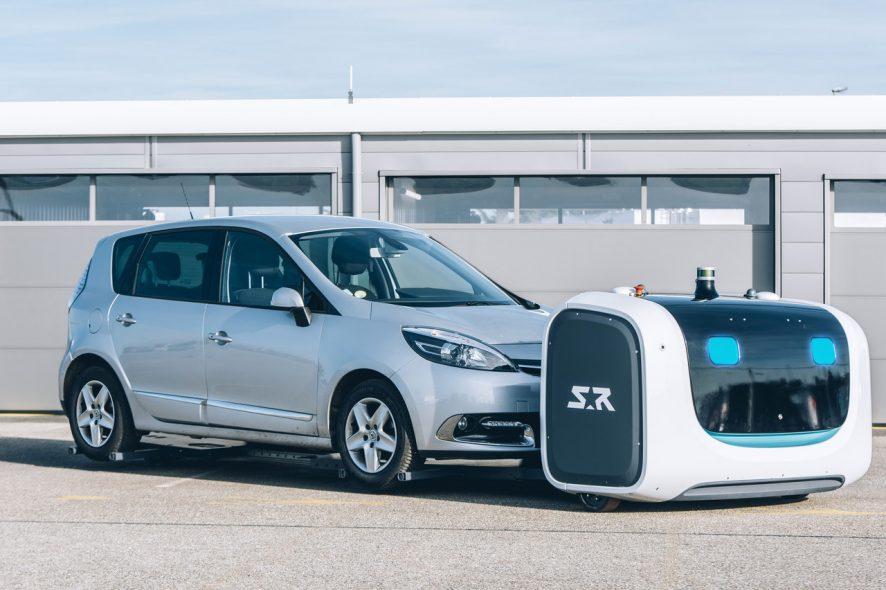 robot estaciona carros no aeroporto de Gatwick, em Londres foto de Stanley Robotics