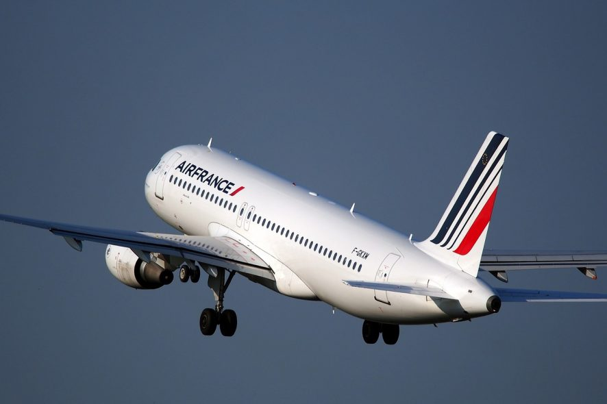 Avião da Air France a descolar. Foto de Pixabay