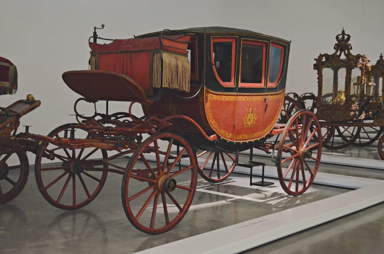 Carruagem de gala exposta no Museu dos Coches de Belém, em Lisboa. Foto de Cláudia Paiva