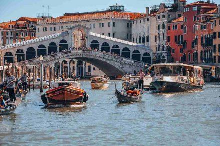 Ponte Rialto em Veneza, Itália