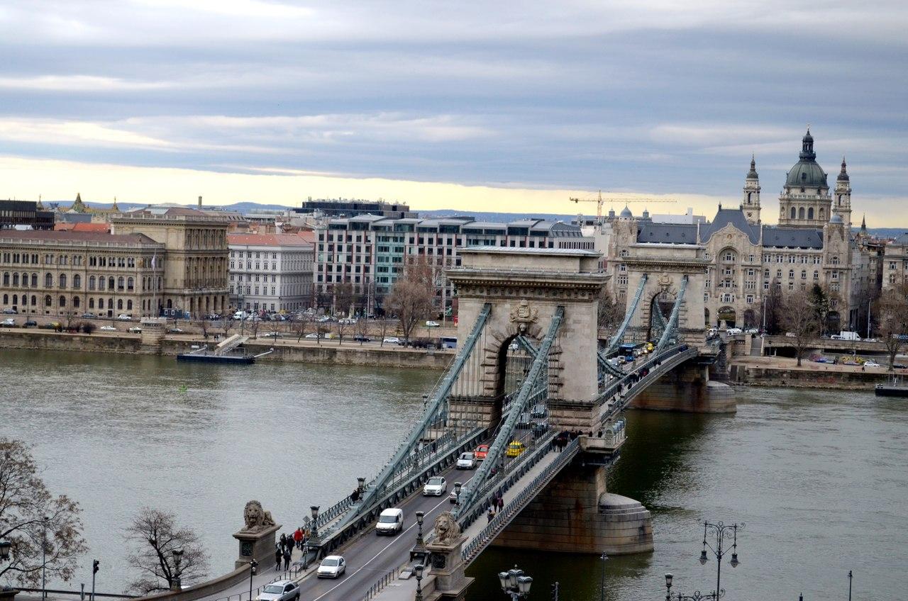 Ponte das Correntes de Budapeste sobre o rio Danúbio.
