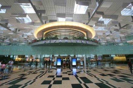 Terminal de Partidas do aeroporto de Changi em Singapura. Foto de Aeroporto Internacional de Changi