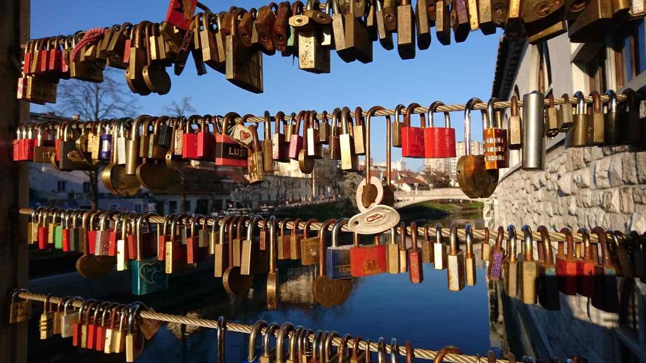 Cadeados na Ponte Talhante de Ljubjana. Foto de Marta Costa