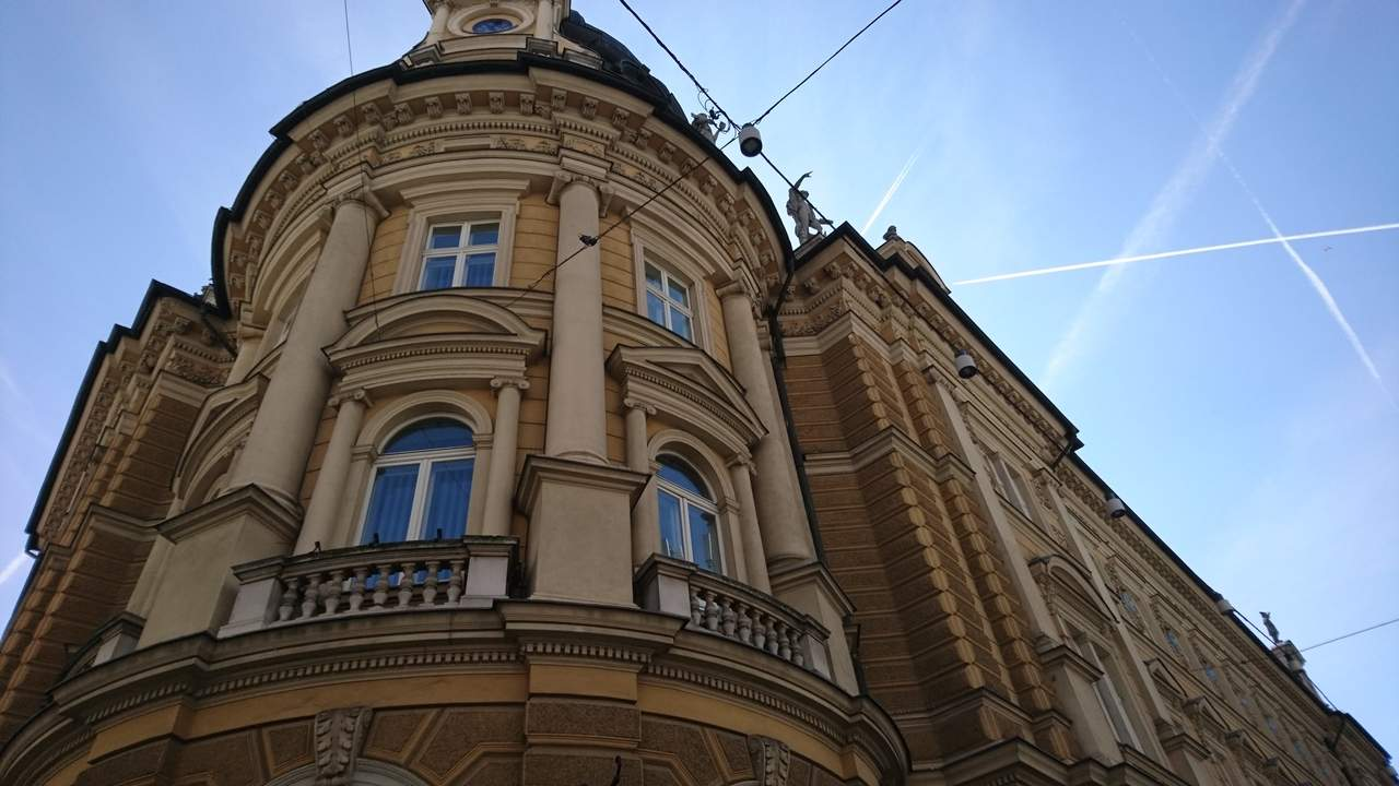 Fachada do Edifício Central dos Correios de Ljubjana. Foto de Marta Costa