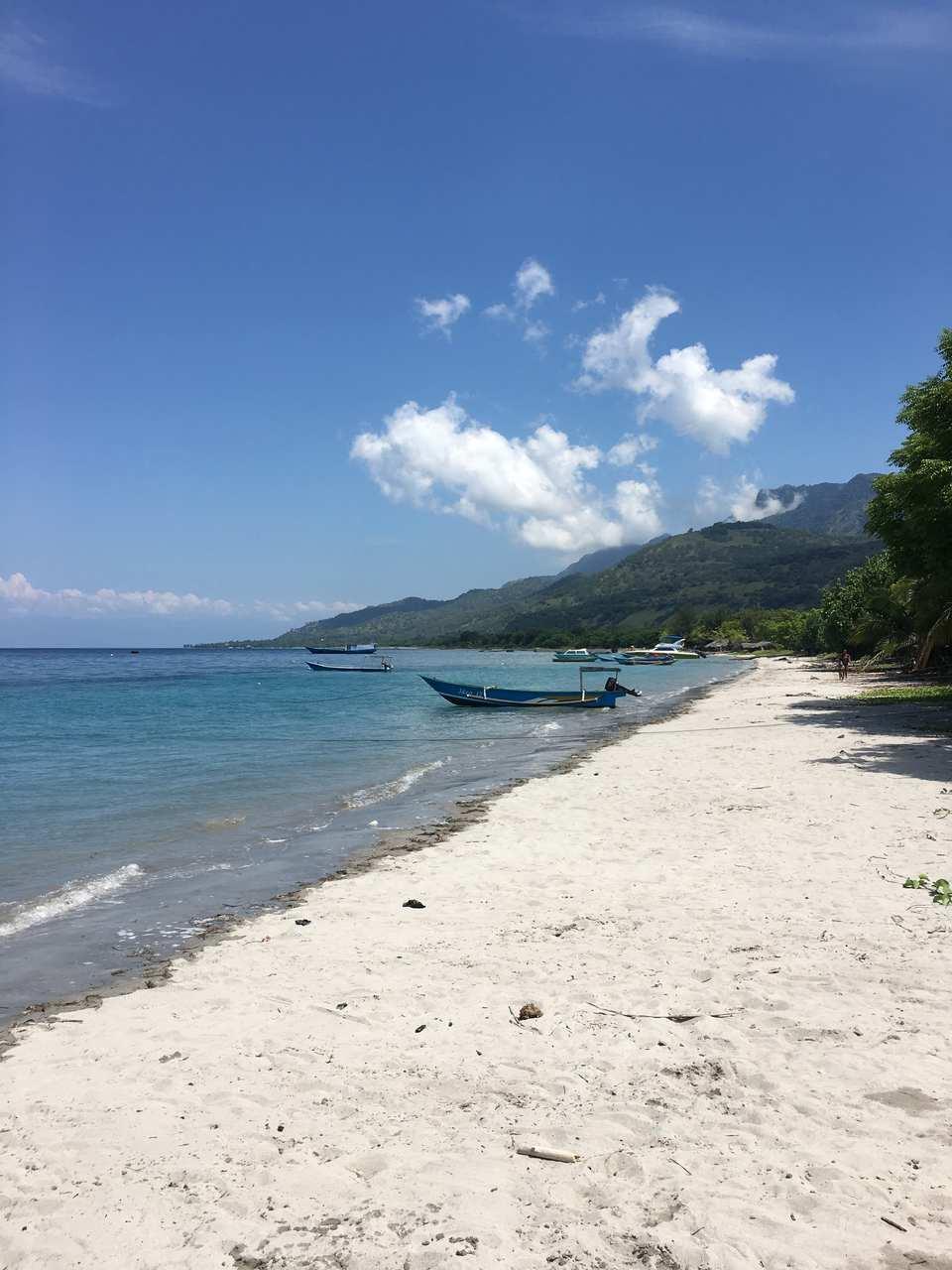vista da praia de Ataúro em Timor-Leste. Foto de Mariana Torres