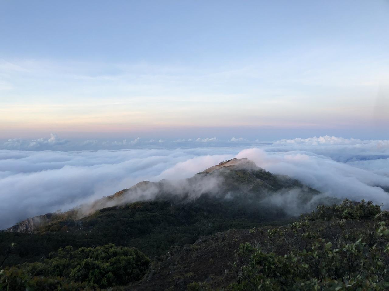 O nascer do sol no Monte Ramelau, em Timor. Foto de Mariana Torres