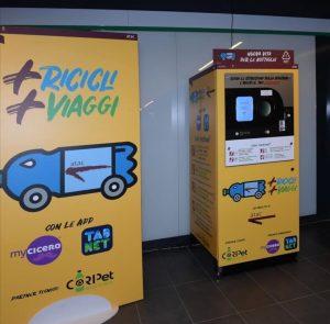 + recicli + viaggi máquinas de reciclagem de garrasfas de plástico que dão descontos no metro de Roma. Foto de Sergio Costa