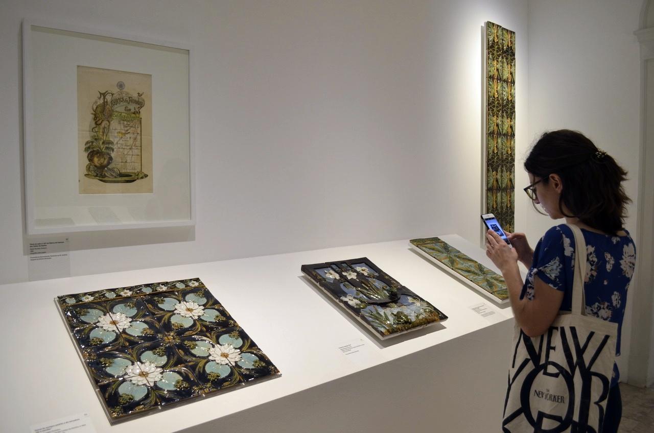Azulejos criados por Borlado Pinheiro expostos no Museu Bordalo Pinheiro, em Lisboa
