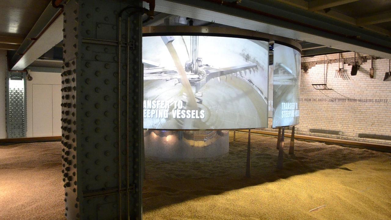 Malte na Fábrica Museu Guinness Storehouse, em Dublin