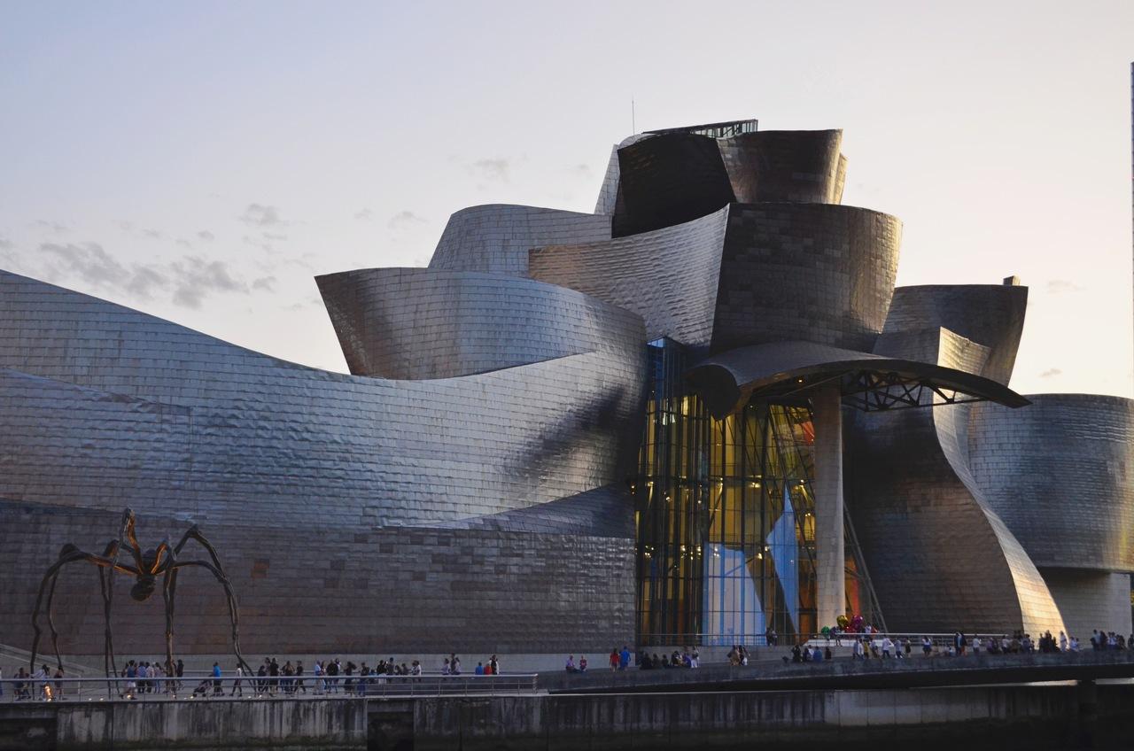Fachada do Museu Guggenheim de Bilbau