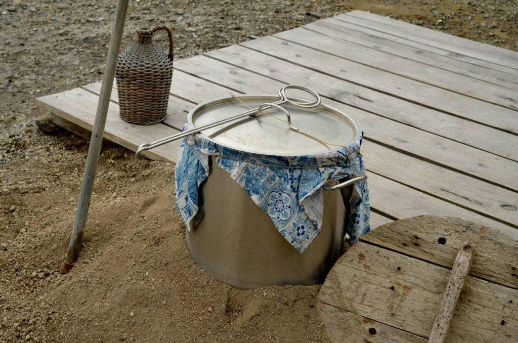 panela onde é confecionado o Cozido das Furnas nos Açores