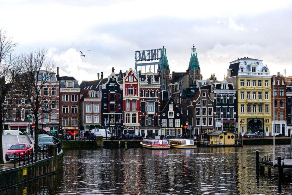 Amesterdão. Foto de Pixabay
