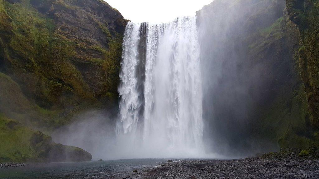 Cascata na Islândia. Foto de Pixabay