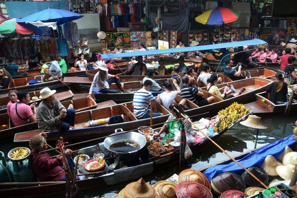 Mercado flutuante de Bangkok na Tailândia. Foto de Pixabay