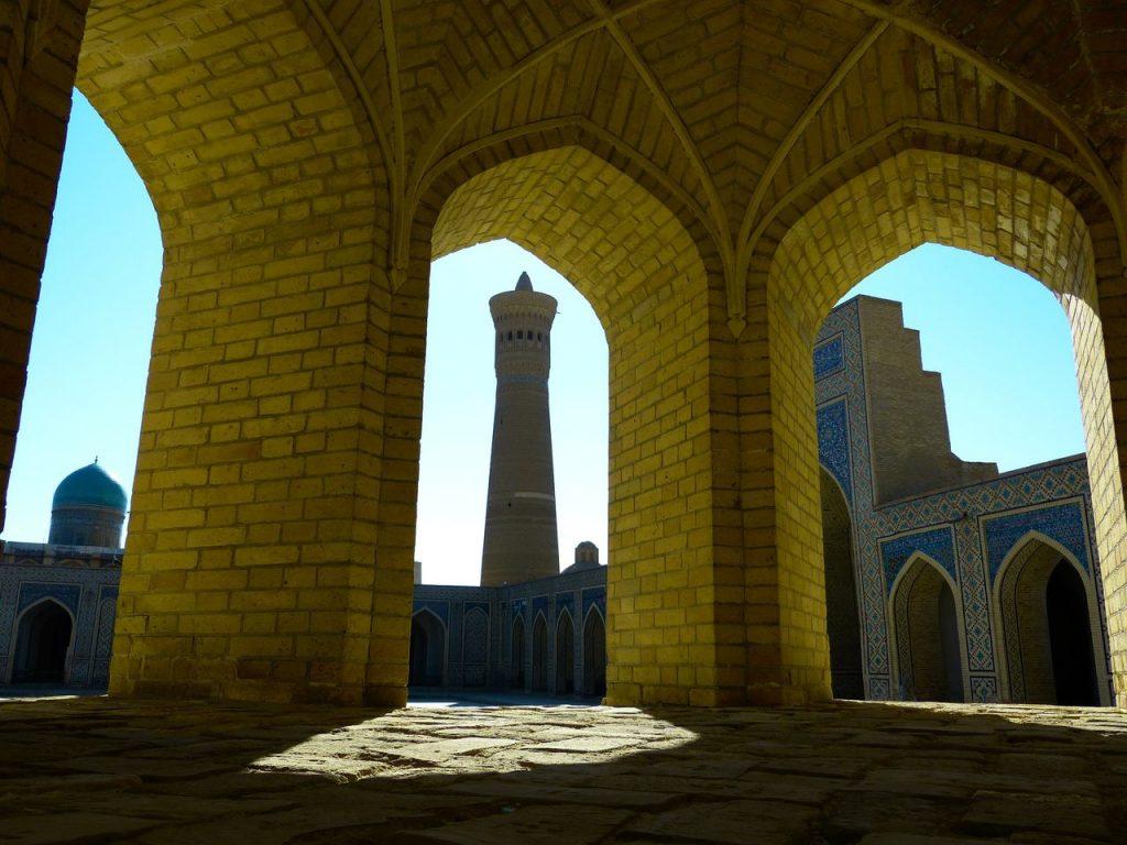 Mesquita minarete kalon no Uzebequistão. Foto de Pixabay