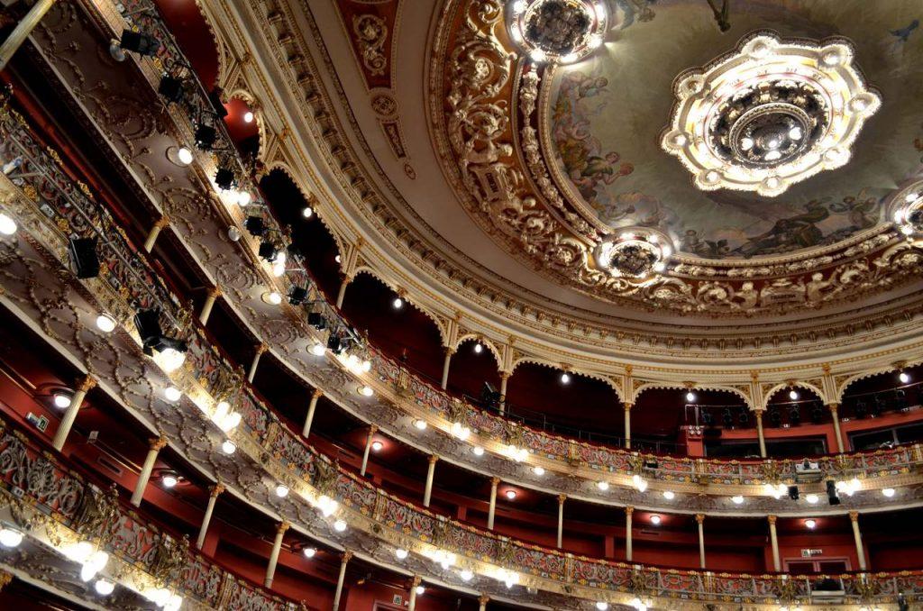 Camarotes e teto do Teatro Arriaga em Bilbau, Espanha_Easy-Resize.com