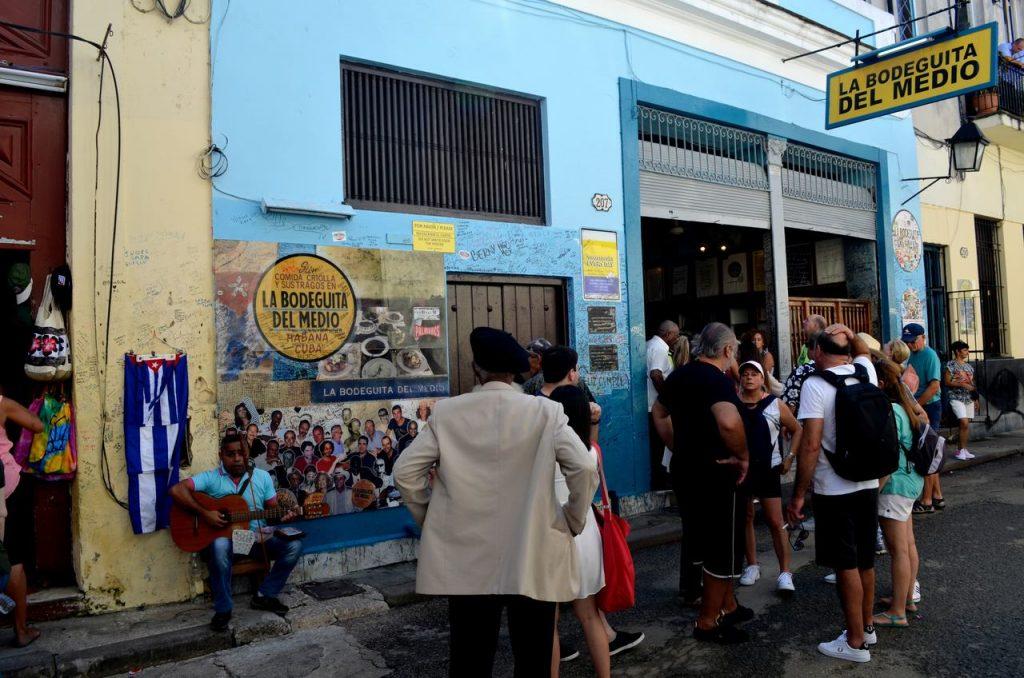 La Bodeguita del Medio em Cuba. Foto de Claudia Paiva