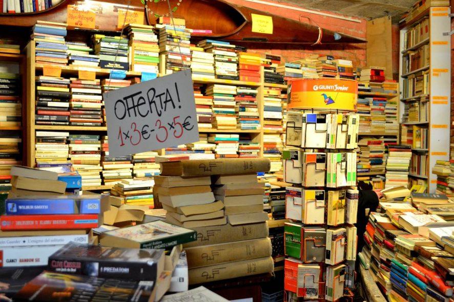 Livraria Acqua Alta em Veneza Itália
