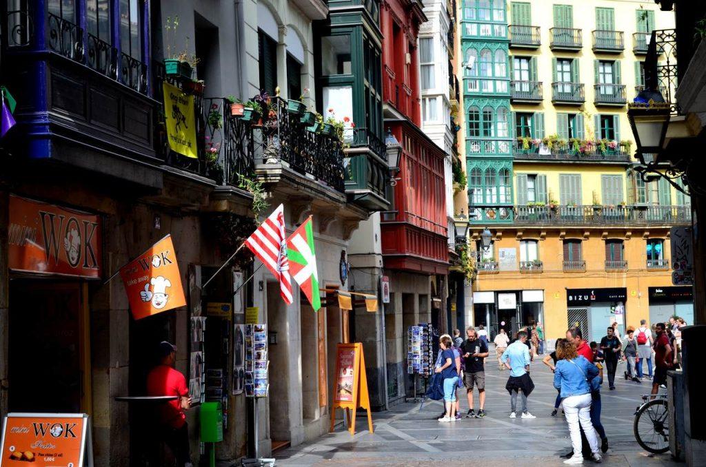 Ruas do Casco Viejo em Bilbau, Espanha_Easy-Resize.com