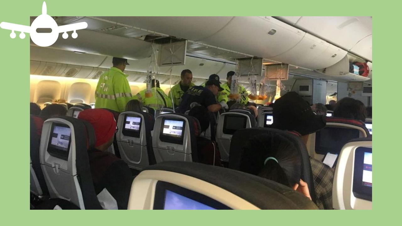interior da cabine de um avião da Air Canada depois de ter sofrido forte turbulência
