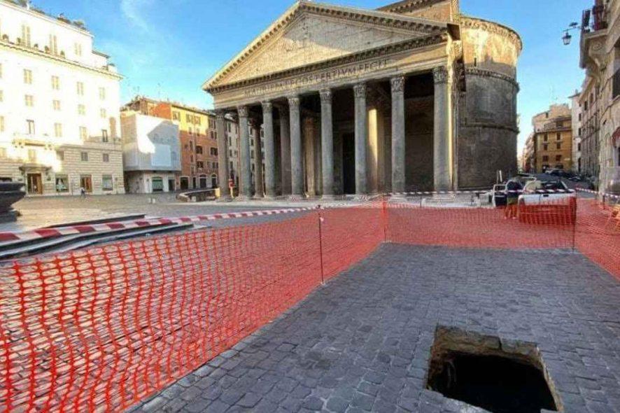 Buraco abre-se em frente ao panteão de Roma 2