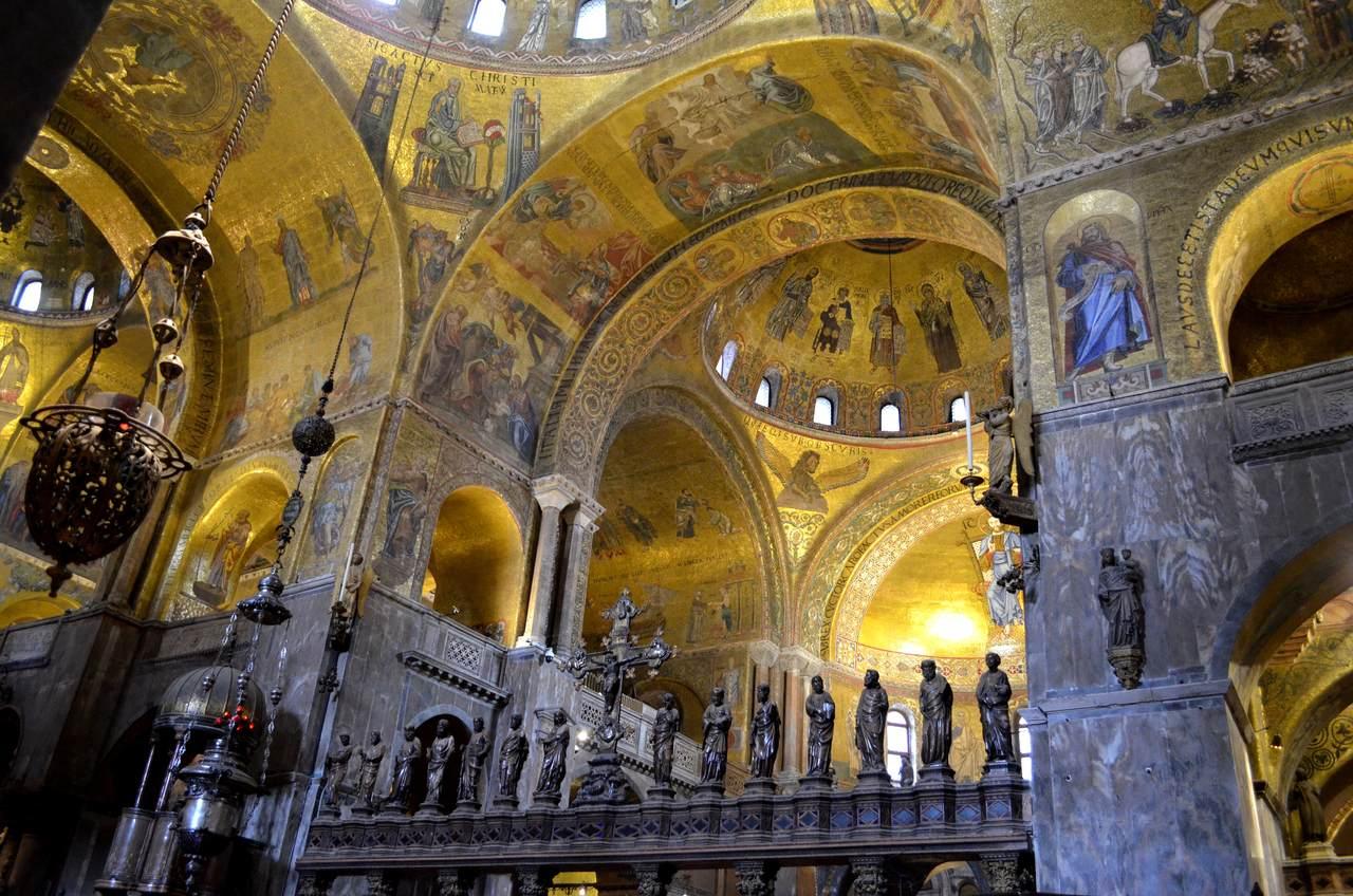 Interior da Basília de San Marco em Veneza