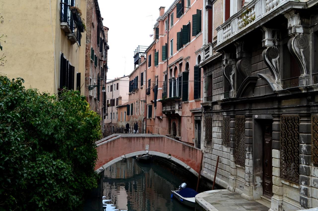 Ponte sobre Canal de Veneza