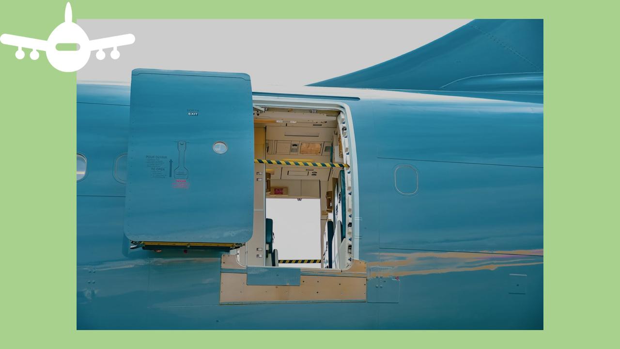 Porta de avião aberta. Foto de Pixabay