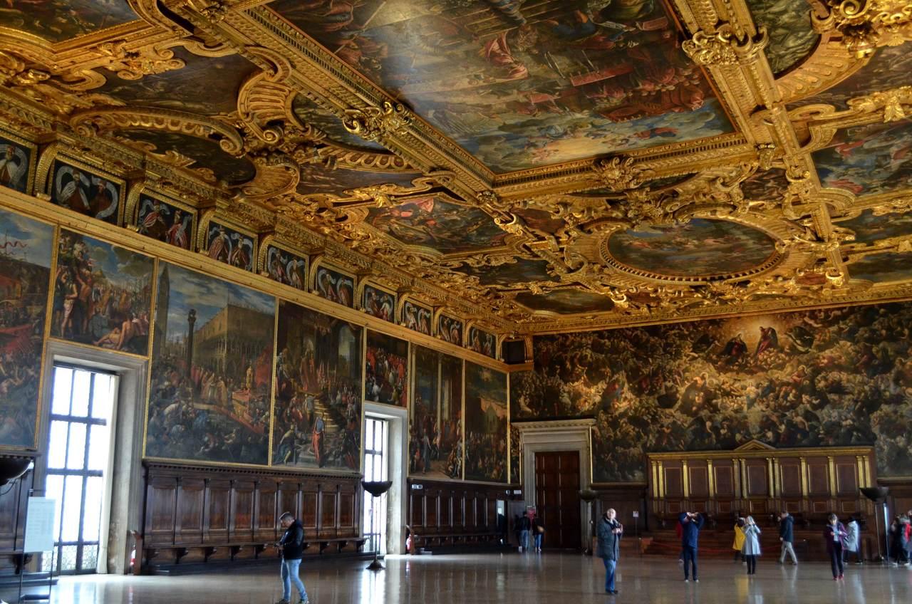 Sala imponente do Palácio Ducal de Veneza