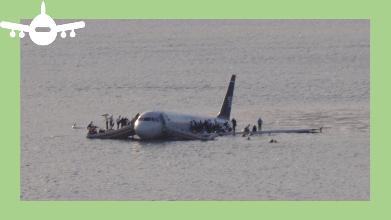 Voo 1549 da US Airways depois de cair no rio Hudson, Nova Iorque. foto de Greg L