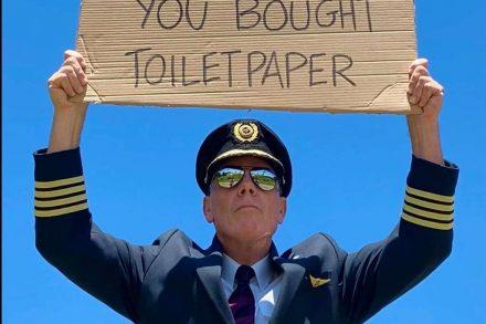piloto Chris Pohl pede comprem bilhetes de avião como compraram papel higiénico