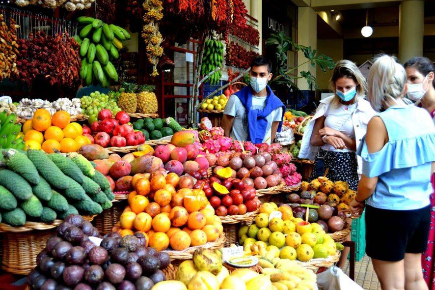 Frutas à venda no Mercado dos Lavradores, na Madeira