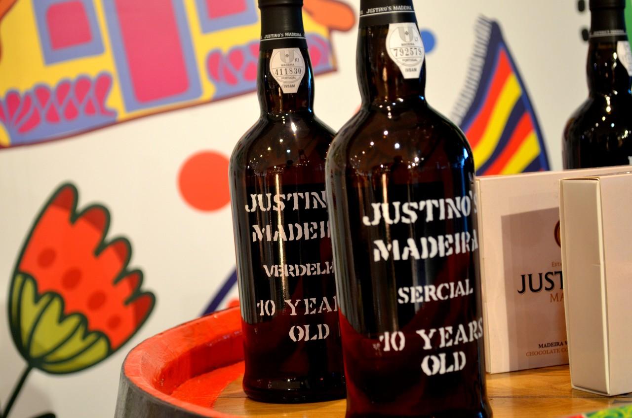 Garrafas de vinho da Madeira Justino's