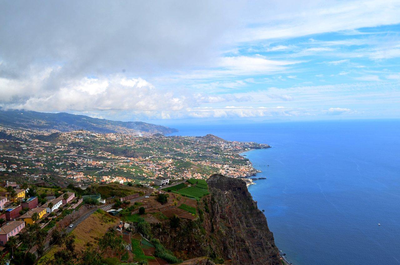 Ilha da Madeira vista a partir do miradouro do Cabo Girão