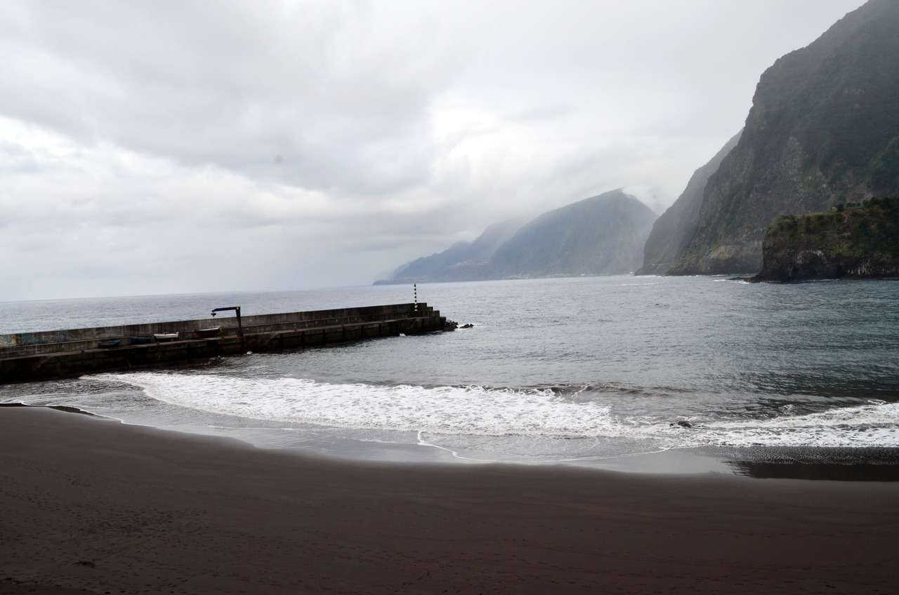 Praia do Porto do Seixal na Madeira