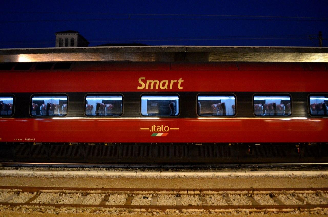 Comboio na estação de Veneza S Lucia Italo Smart