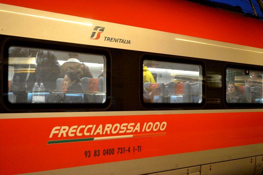 Comboio na estação de Veneza S Lucia Trenitalia Frecciarossa