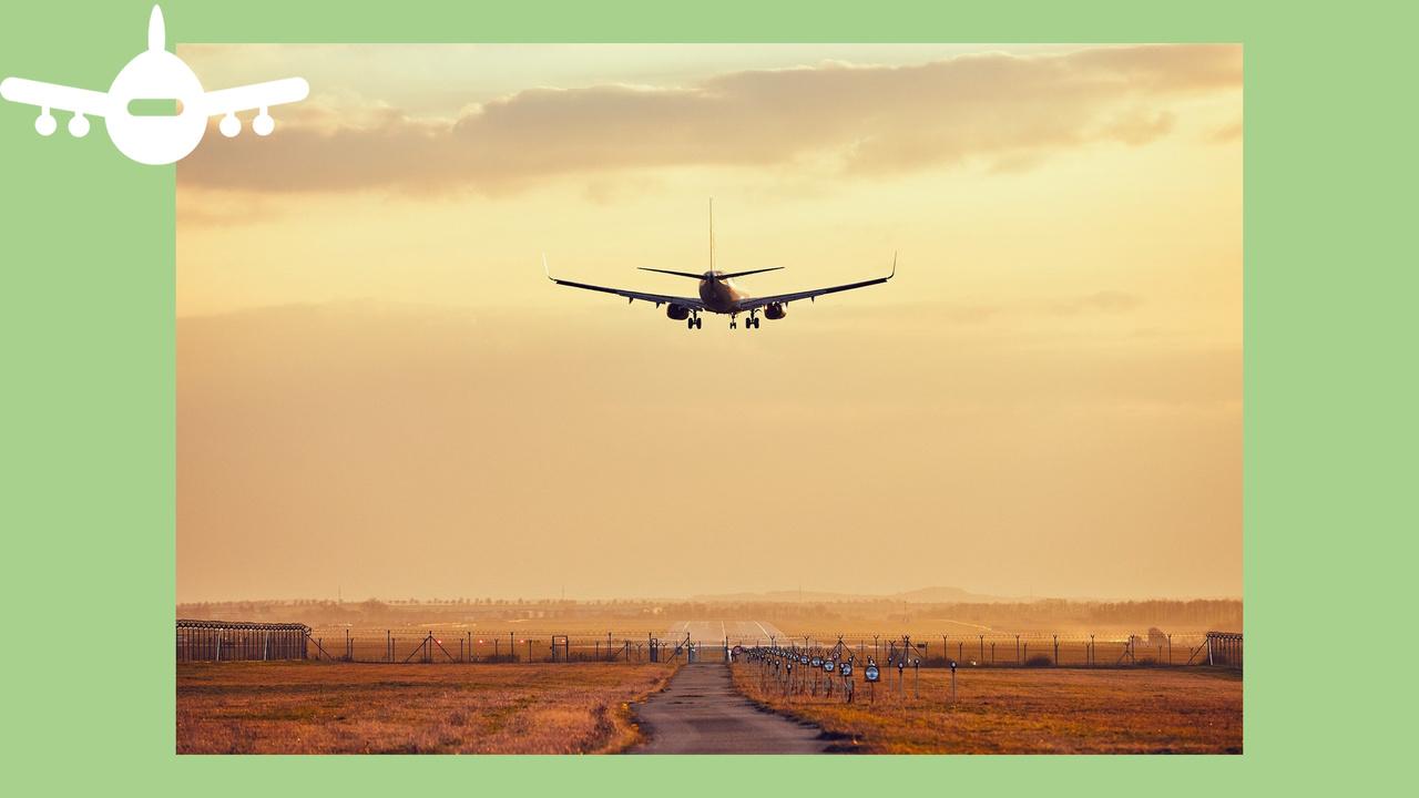 avião aproxima-se para aterragem no aeroporto