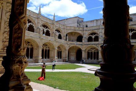 Pateo interior do Mosteiro dos Jerónimos em Lisboa 2