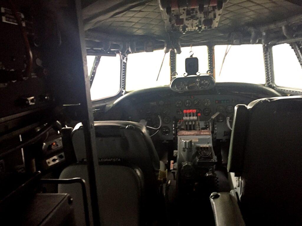 Cockpit de avião no Museu do Ar em Sintra