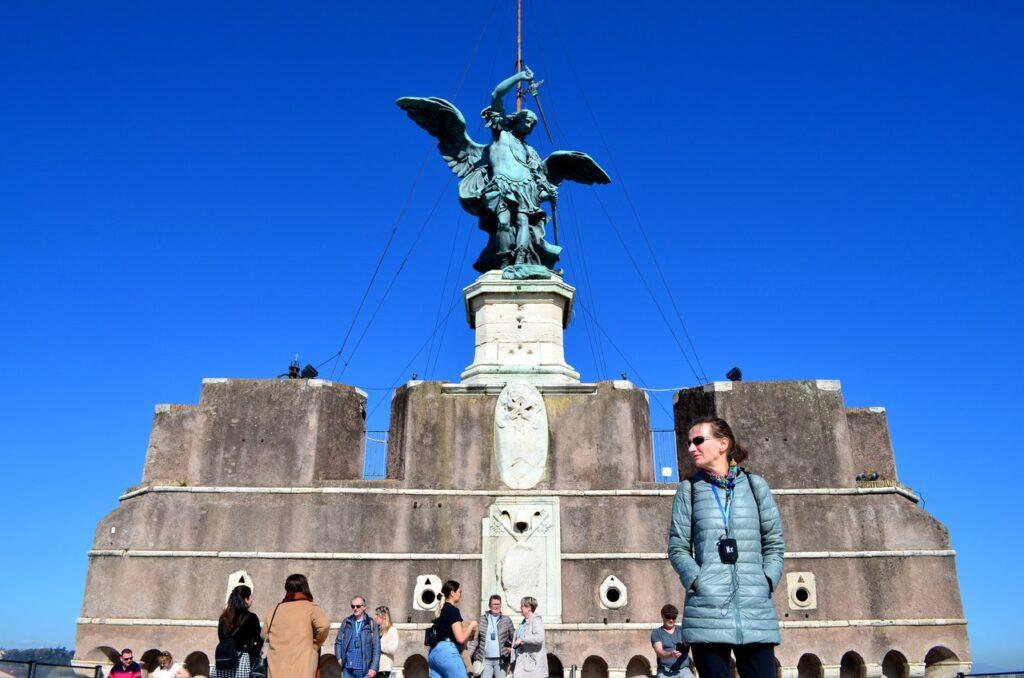 Anjo no topo do Castelo de Sant Angelo Roma Itália