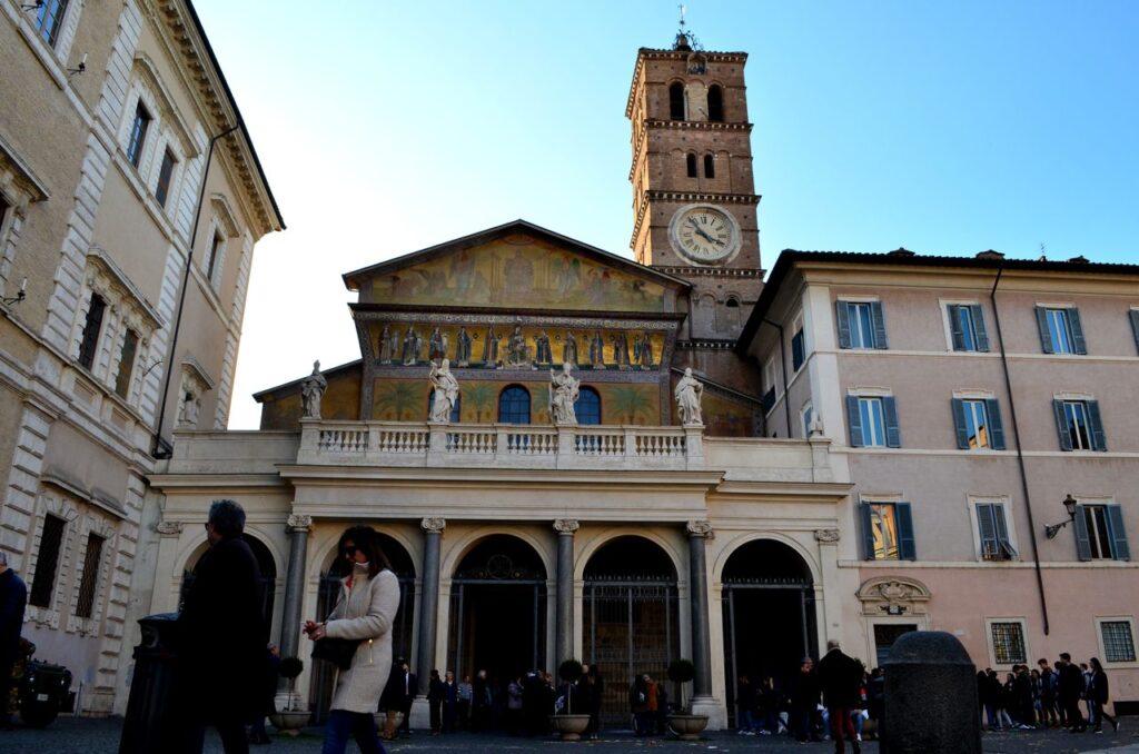 Fachada da Basílica de Santa Maria em Trastevere Roma Itália