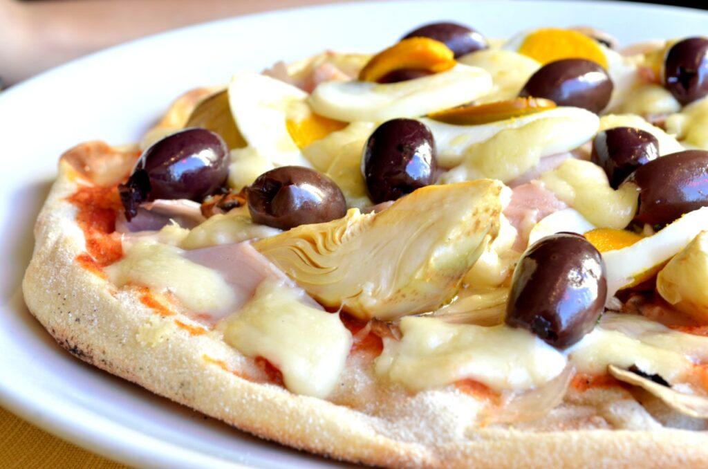 Pizza Romana servida na Pizzaria Forum de Roma, Itália