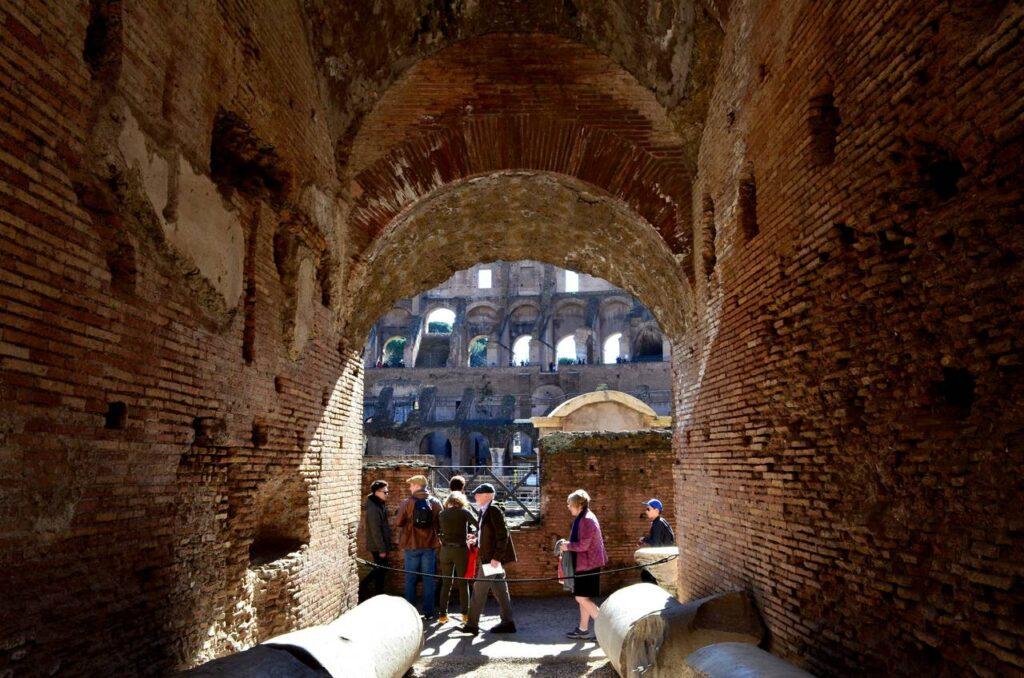 Túnel de acesso às bancadas do Coliseu de Roma em Itália