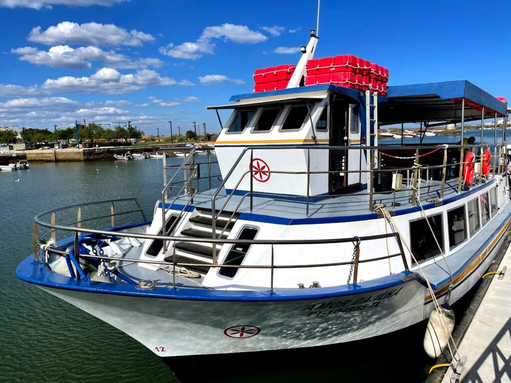 Barco que liga Tavira à Ilha de Tavira