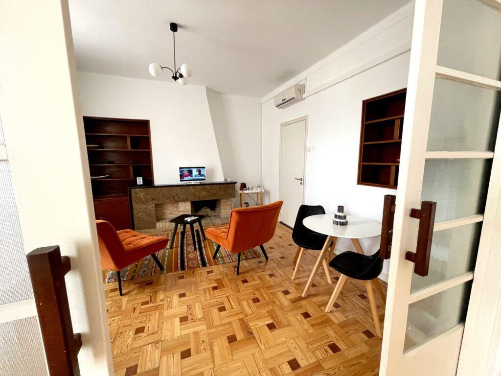 Sala de estar da suite principal da Formosa Guest House em Tavira