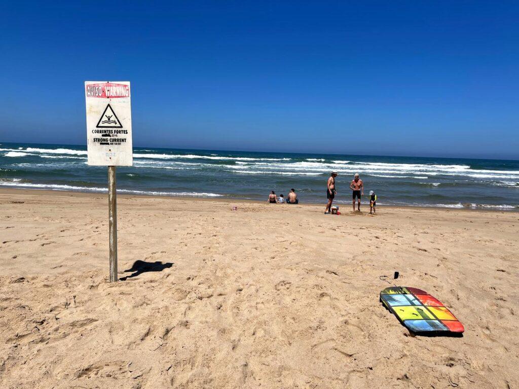 Aviso de correntes fortes na Praia de Odeceixe